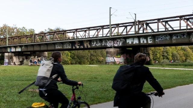Braunauer Eisenbahnbrücke am 25.09.2018 in München.