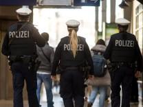Nach Attentaten in Paris ? Polizei auf Hauptbahnhof München