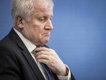 Horst Seehofer (CSU) bei der Bundespressekonferenz