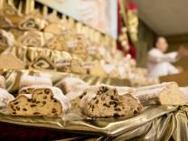 Stollenprüfung im Saal der Bäcker-Innung München und Landsberg, Maistraße 12, Stollen, Weihnachtsstollen