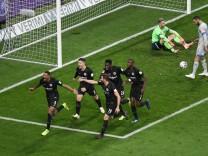 11 11 2018 xmhx Fussball 1 Bundesliga Eintracht Frankfurt FC Schalke 04 emspor v l Sebastien
