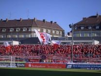 10 11 2018 Fussball 3 Bundesliga 2018 2019 15 Spieltag TSV 1860 München Hallescher FC im Stä; Fußball