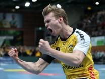 v li Felix Spross HSC 2000 Coburg jubelt DKB 2 Handball Bundesliga DJK Rimpar Wölfe HSC 20