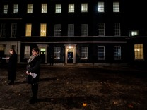Cabinet Ministers Are Called To Downing Street To Read Draft Brexit Documents