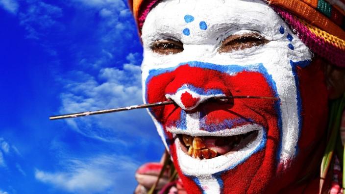 Vorbereitung der Hochlandstämme War Kang Gruppe auf das große jährlich stattfindende Sing Sing