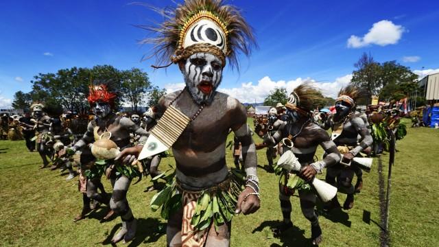 Hochland Stämme Kereculture Group Simbu Pro präsentieren sich beim jährlichen Sing Sing von Goroka
