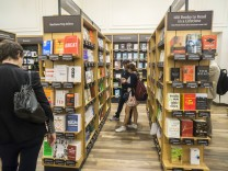 Second Amazon brick and mortar bookstore opens in New York Customers shop and browse in the new Amaz