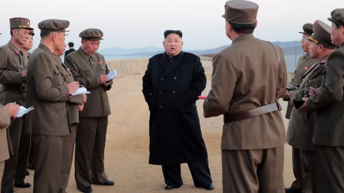Nordkoreas Machthaber Kim Jong-un bei einem angeblichen Waffentest