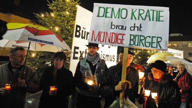 Fürstenzell setzt mit Kerzen ein Zeichen gegen Neonazis