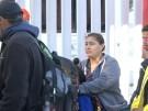 Migranten warten an US-Grenze (Vorschaubild)