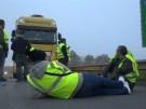 """""""Gelbwesten"""" protestieren gegen Treibstoffsteuer (Vorschaubild)"""