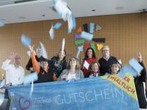 """Präsentation Gutschein der """"Germeringer Lieblingsläden"""", Rathaus Germering, 2018"""