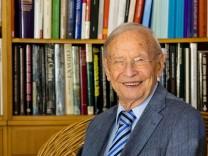 Mischlewski Adalbert wird 99