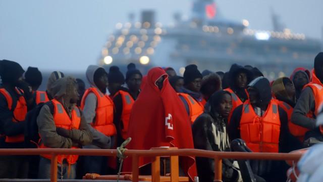 Migranten im Hafen von Malaga