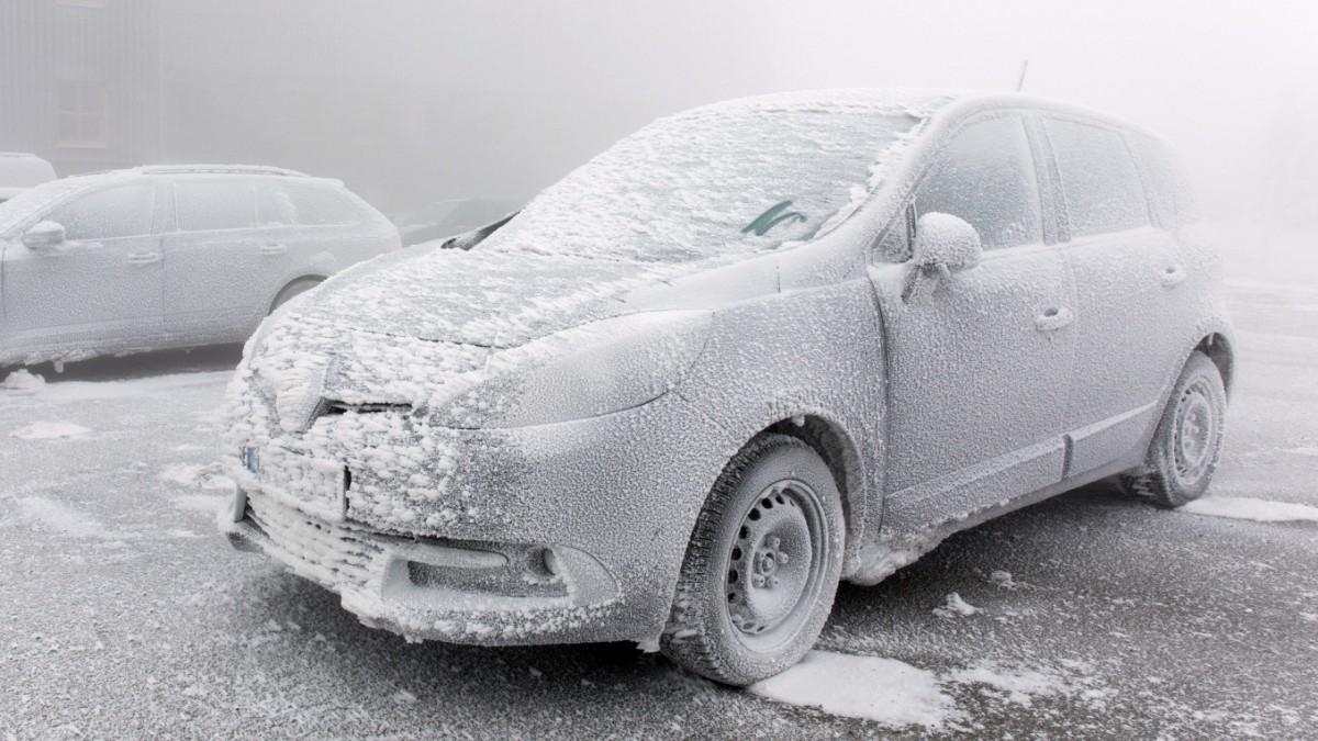 Auto warmlaufen im Winter: Lieber bleiben lassen