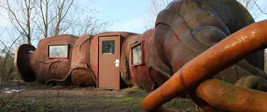 """In der Darm-Skulptur """"CasAnus"""" können Besucher der Verbeke-Stiftung übernachten."""