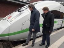 Bundesverkehrsminister Scheuer und Bahnchef Lutz vor neuem ICE 4