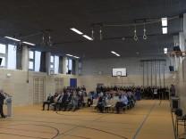 Schulleiter Dr. Robert Christoph hält zur Eröffnung eine Rede