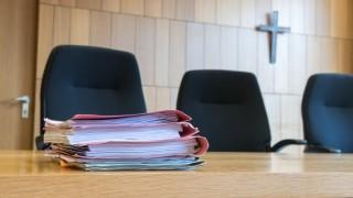 Religiöse Symbole in Gerichten