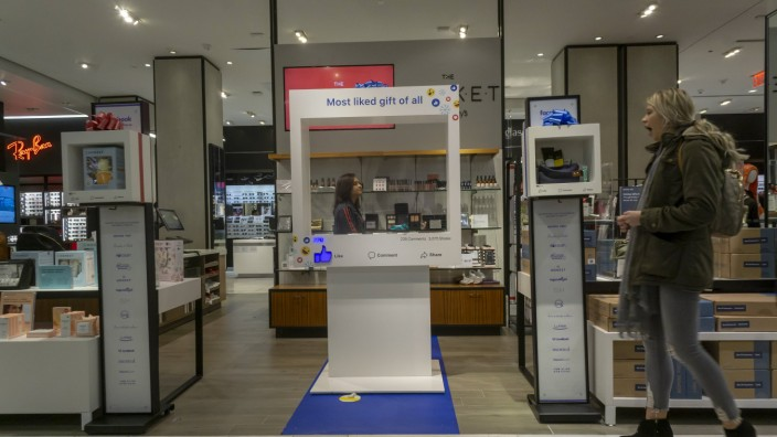 New York Facebook Pop Up Shop in Macys Flagship Sptore Facebook and Macy s merchandising Various pr