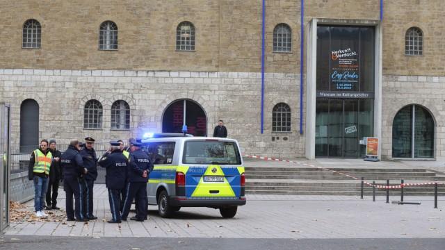 Polizist schießt vor dem Würzburger Kulturspeicher auf Mann mit Messer
