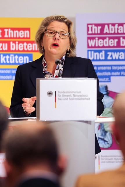 Bundesumweltministerin Schulze stellt Fünf-Punkte-Plan vor