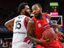 Derrick WILLIAMS FCB Aktion Zweikampf gegen JAMES WEBB III BN Basketball 1 Bundesliga FC Baye; Derrick Williams
