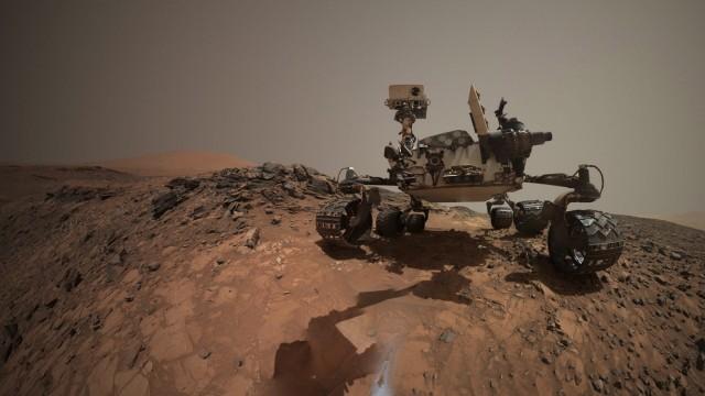 low-angle self-portrait of NASA's Curiosity Mars rover