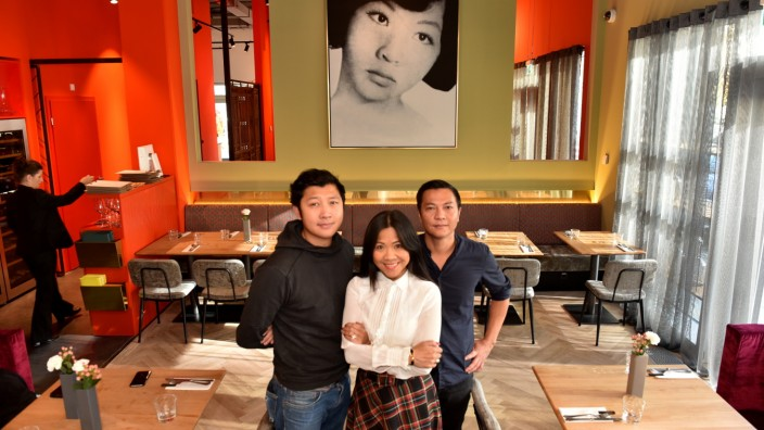 Viet Dúc Nguyen (links) und sein Bruder Tan Loc, in der Mitte Schwester Thi Loan Strasser.
