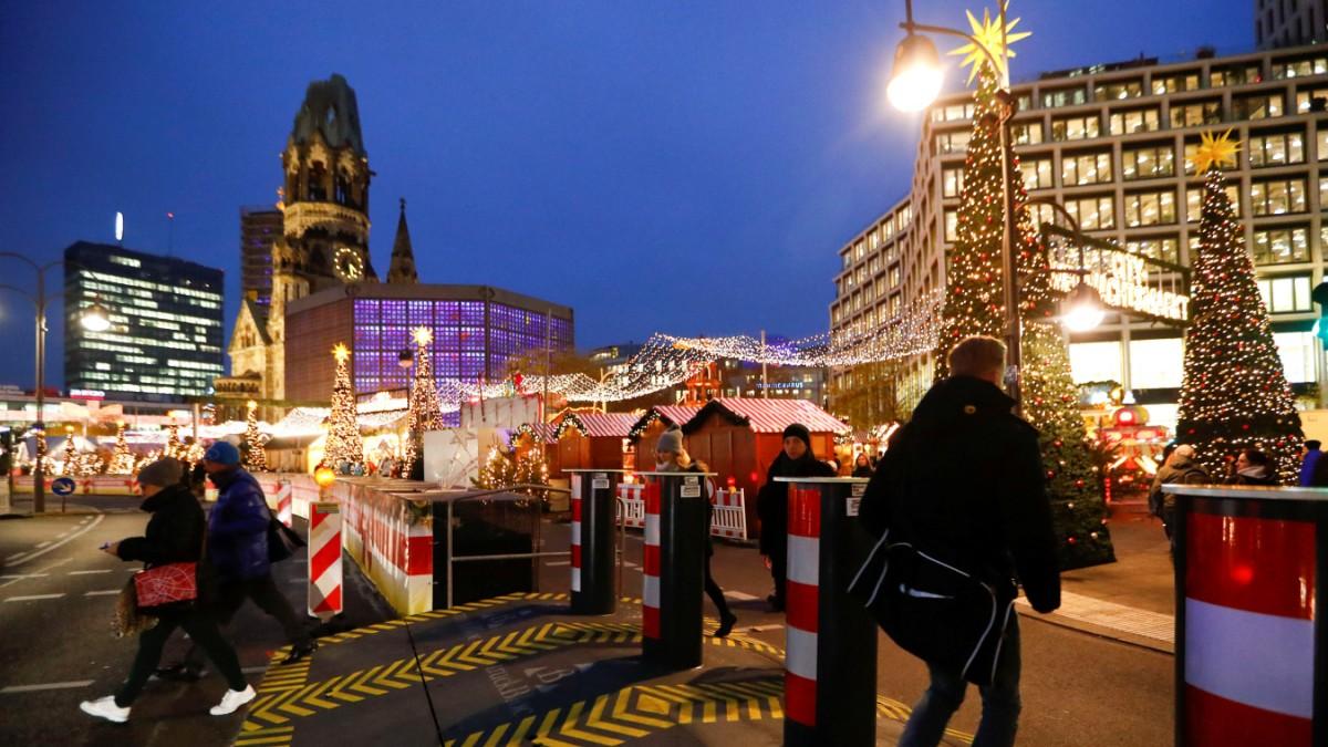 Beginn Weihnachtsmarkt Berlin 2019.Weihnachtsmarkt Eine Festung Auf Dem Breitscheidplatz Panorama