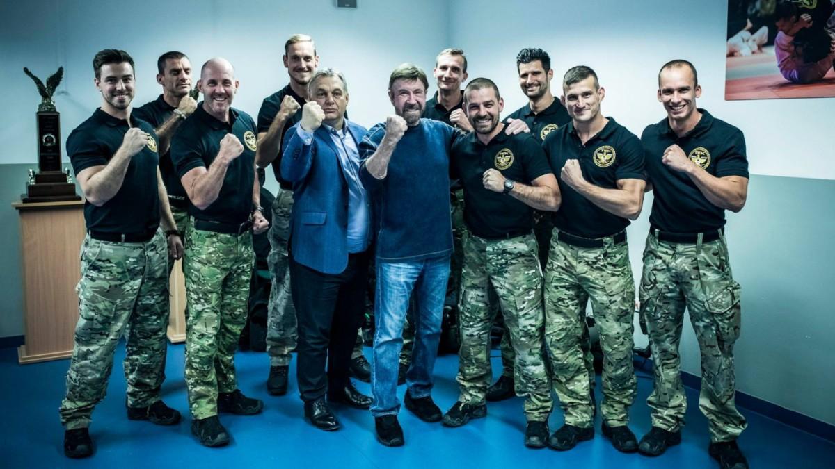 Chuck Norris sieht das beste Anti-Terror-Training der Welt