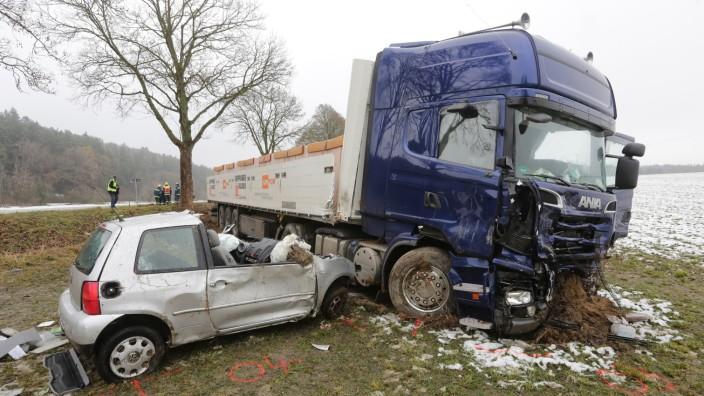 Der Unfall auf der B 301 bei Zolling im Landkreis Freising.