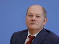Bundesminister der Finanzen Olaf Scholz Deutschland Berlin Bundespressekonferenz Thema Grundste