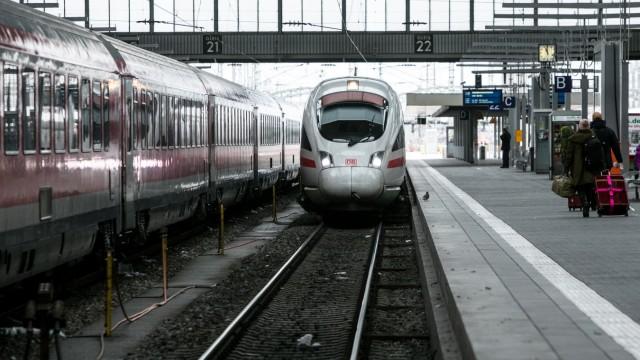 Erster Schnell ICE aus Berlin kommt im Münchner Hauptbahnhof an, 2017