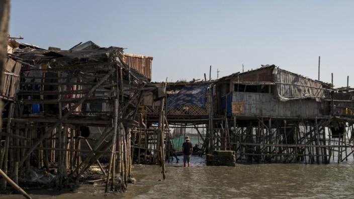 ***BESTPIX*** Filipinos Face Rising Sea Levels At Bulacan's Sinking Village