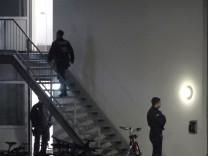 Sankt Augustin - Polizisten in einer Flüchtlingsunterkunft