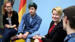 Franziska Giffey informiert über Jugendfreiwilligenjahr