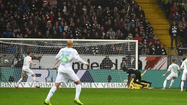 02 12 2018 xjhx Fussball 1 Bundesliga Eintracht Frankfurt VfL Wolfsburg emspor v l Kevin Trap