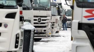 Lkws auf einem Rastplatz in Aachen