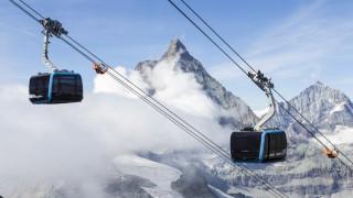 Eine neue Seilbahn führt auf das Klein Matterhorn bei Zermatt in der Schweiz.