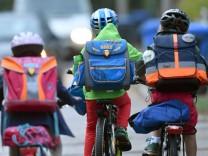 Schüler unterwegs auf dem Rad