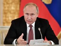 Russlands Präsident Wladimir Putin spricht im Kreml