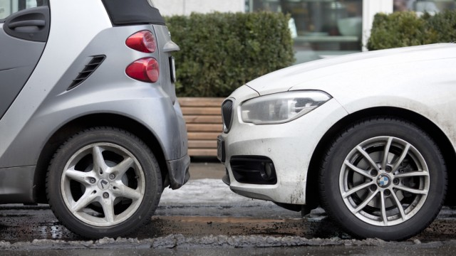 Kampf dem Kuddelmuddel: So parken Autofahrer richtig