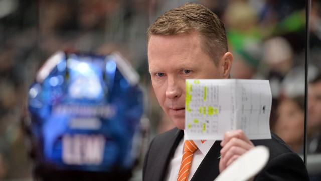 02 12 2018 xemx Eishockey DEL Augsburger Panther Krefelder Pinguine emspor v l Cheftrainer Mi; Eishockey