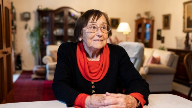 Portrait von Elisabeth Winter am 26.11.2018 in ihrer Wohnung in der Lipperheidestraße in München.