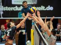 Vergeblicher Angriff ¦ Bryan Joseph FRASER 2 HER Volleyball TSV Herrsching HER Hypo Tirol