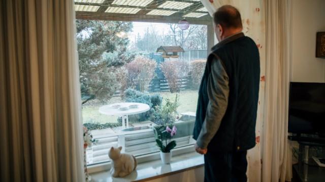 Dieter Irlinger im Wohnzimmer seines Hauses in der Angerlohstraße 52 am 26.11.2018 in München.