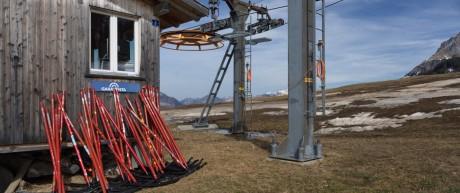 Geschlossener Skilift in den Schweizer Alpen
