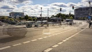 im Strassenverkehr im Strassenverkehr traffic in berlin PUBLICATIONxINxGERxSUIxAUTxHUNxONLY 102090