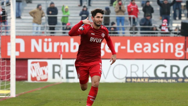 v li Fabio Kaufmann FC Würzburger Kickers mit Torjubel celebrate the goal goal celebration Ju